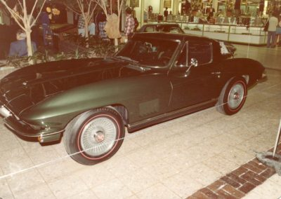 MWC 1980-04 #09 - South Park Mall Corvette Show