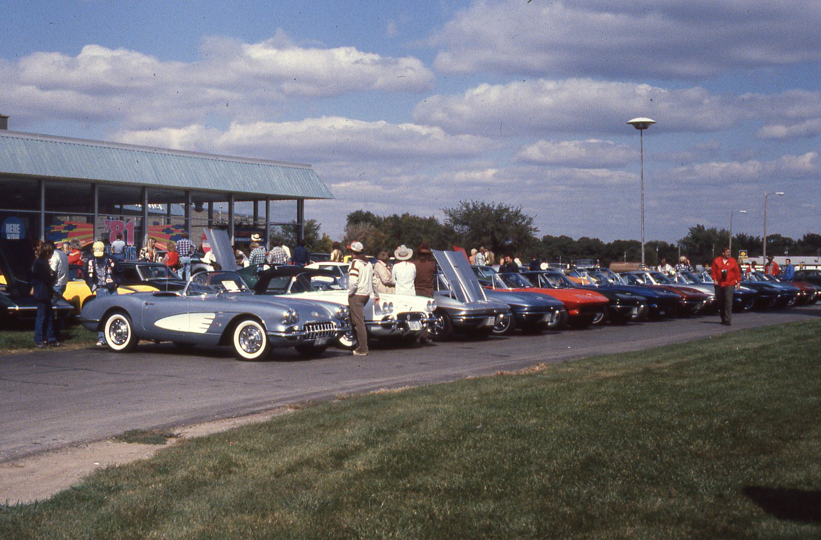 Mwc 1980 11 04 at warren chevrolet for club photo mid for Road america motor club
